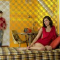 jasminejustin_in_living_room